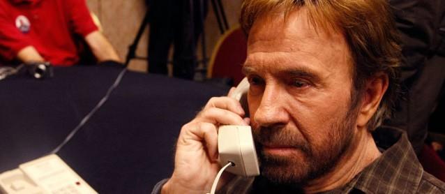 Chuck Norris telephoniert nicht. Er spricht zur Welt.