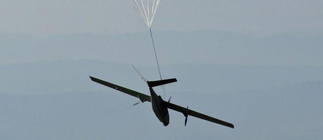 Drohne am Fallschrim
