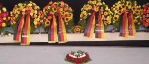 Kränze im Bundeswehr-Ehrenmal