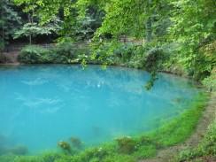 Der türkisfarbene Blautopf in Blaubeuren