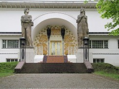 """Portal des """"Ernst-Ludwig-Haus"""" auf der Mathildenhöhe (Darmstädter Künstlerkolonie)"""