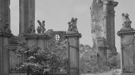 Ruine der Frauenkirche in Dresden 1945