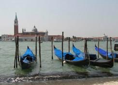 Gondeln am Markusplatz in Venedig